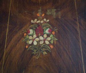 Corps d'horloge rénovation - découverte décor peint ancien