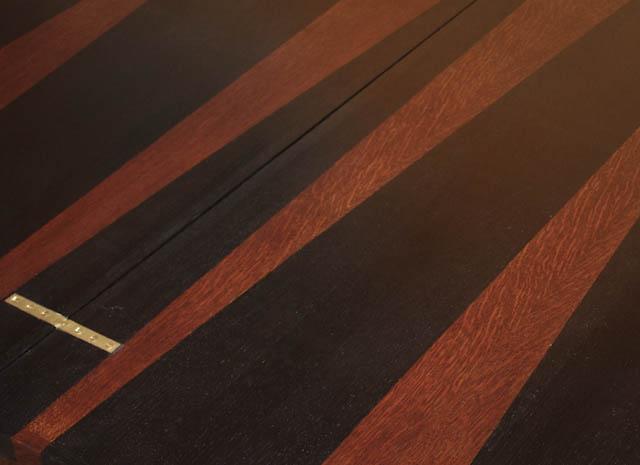 Table vintage détail plateau teinté