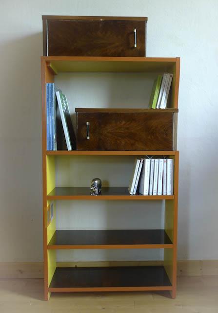 Petit meuble bibliothèque fabriqué en up-cycling