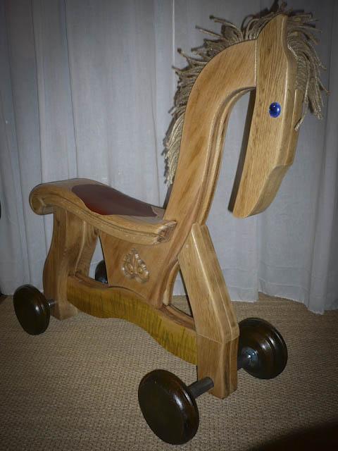 Cheval à roulette fabriqué en up-cycling