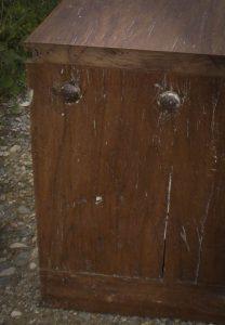 Banc fabriqué à partir d'une porte anciennes - détail
