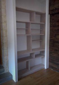 Bibliothèque sur-mesure installée