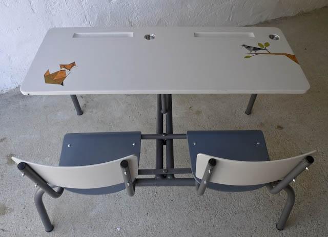 Bureau et siège en contreplaqué sur piètement métallique, finition vernie