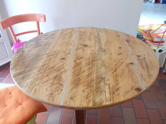 Table de vendange restaurée - détail du plateau fentes zinguées