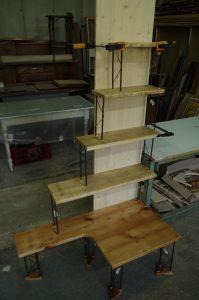 Création d'une bibliothèque chevet à partir de planches récupérées
