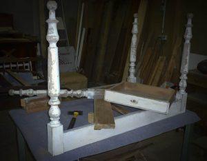 Petite table cassée pour transformation