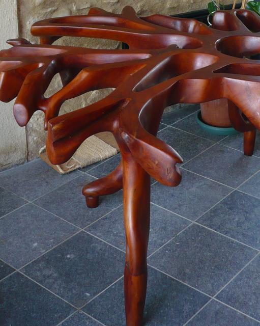 Piètement de table en racine sculptée