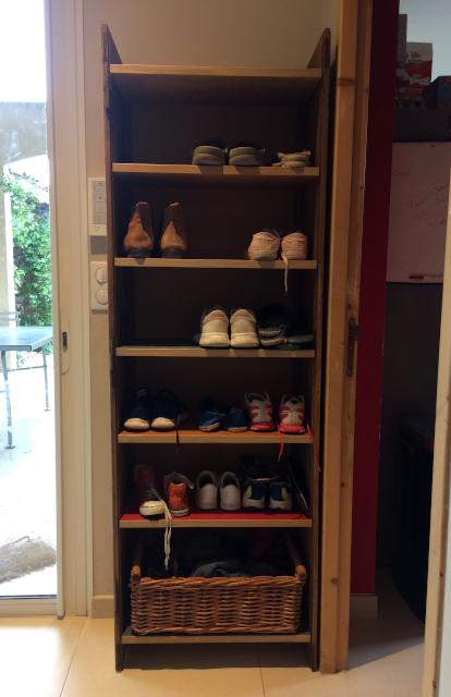 Meuble à chaussures sur mesure en upcycling - en place face