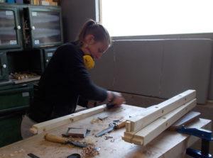 Atelier Magalie - Chanfreinage au rabot, tenons à la scie et au ciseau