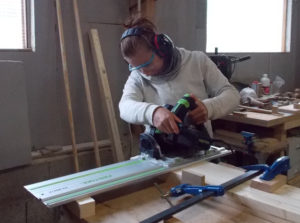 Atelier Magalie - Découpe des pieds à la scie plongeante